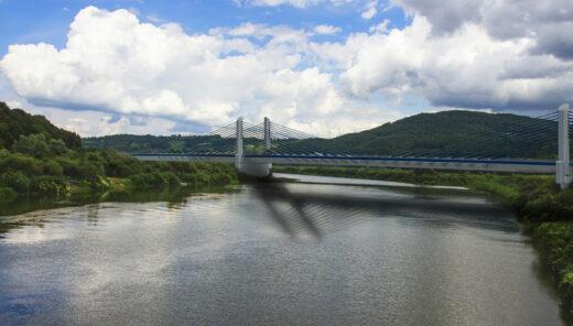 Most w Kurowie. Widok z boku obiektu od strony Nowego Sącza